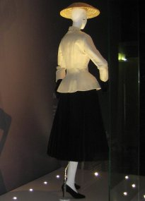 top_10_most_iconic_Christian_Dior_pieces_designed_so_far_Dior_Bar_Suit_and_Hat