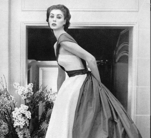 Screenshot_2019-02-01 Suzy Parker in Christian Dior's fabulous evening gown, photo by Horst, Vogue 1952
